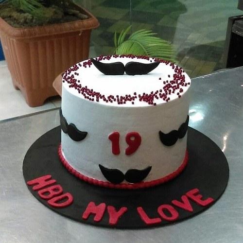 کیک تولد مردانه وانیلی