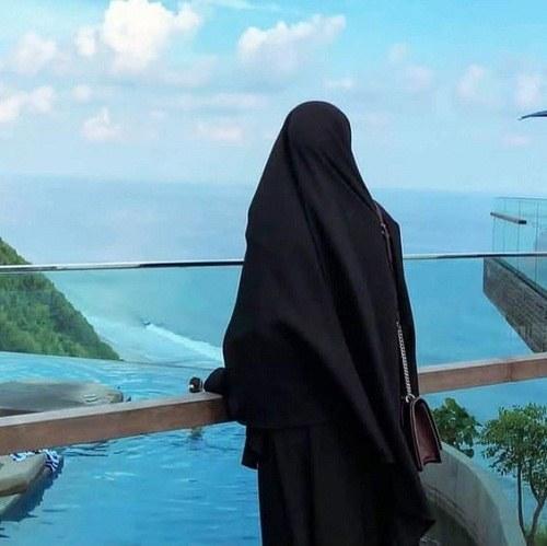 پروفایل دختر با چادر کنار ساحل دریا