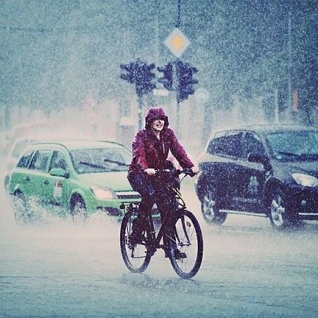 عکس پروفایل دوچرخه سواری زیر بارون
