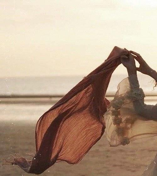 عکس پروفایل روسری کنار ساحل دریا