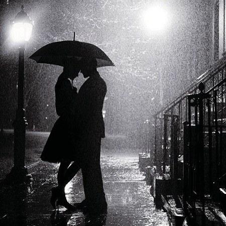 عکس پروفایل باران رومانتیک با چتر