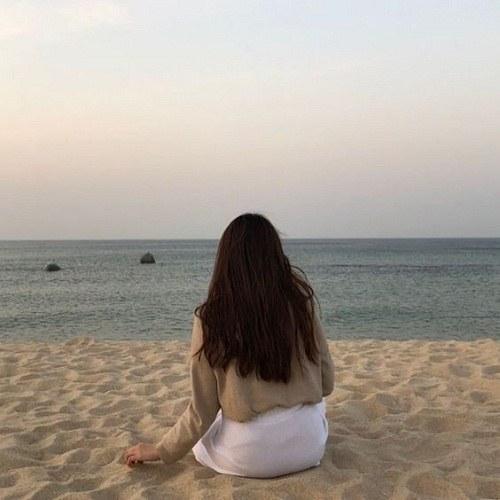 پروفایل دختر ایرانی کنار دریا