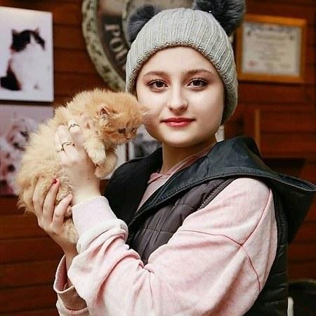 عکس نیکا فرقانی با گربه خانگی اش
