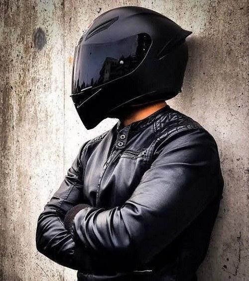 عکس پروفایل لباس موتور سواری و کلاه کاسکت