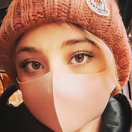 عکس سارا فرقانی با ماسک