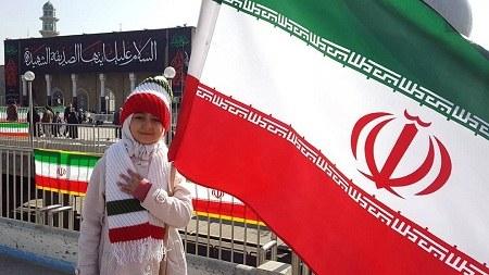 عکس کودکان در کنار پرچم ایران