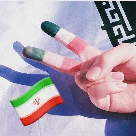 عکس نقاشی پرچم ایرانی روی دست