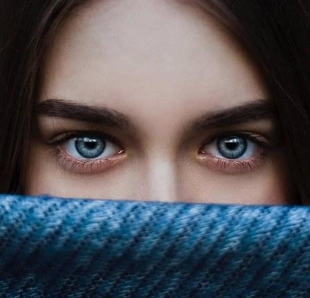 عکس پروفایل دخترانه چشم آبی برای شاد