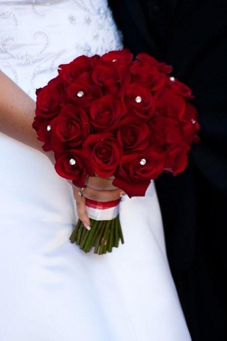 عکس دسته گل عروس گلهای رز قرمز