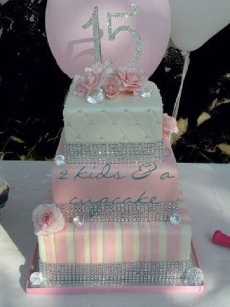 کیک تولد برای 15 سالگی