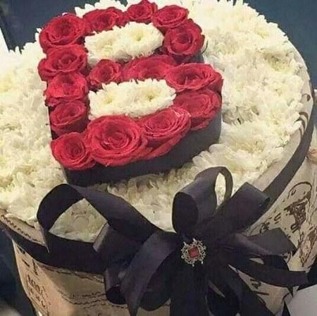 عکس حرف b ساخته شده با گل های قشنگ