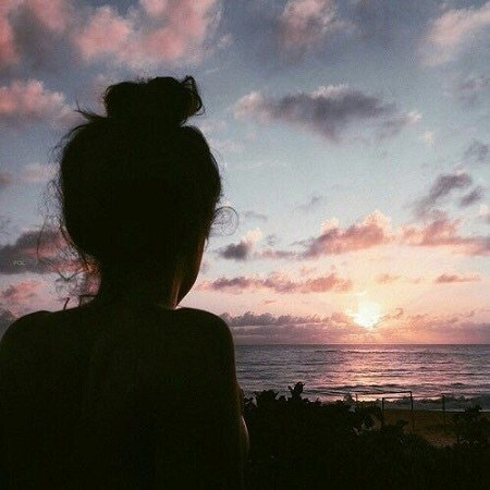 عکس پروفایل دخترونه 2021 کنار ساحل دریا و غروب