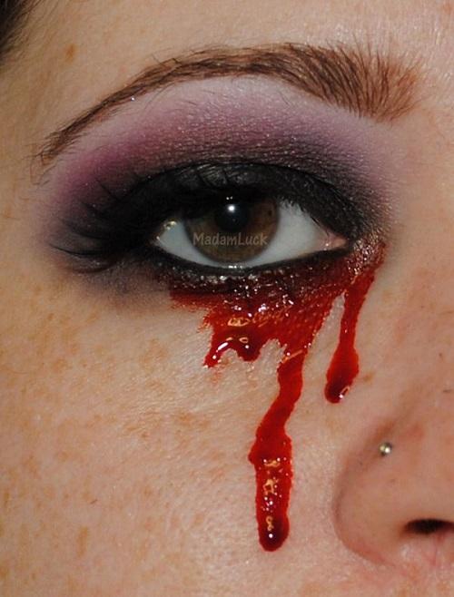 دختری که خون گریه